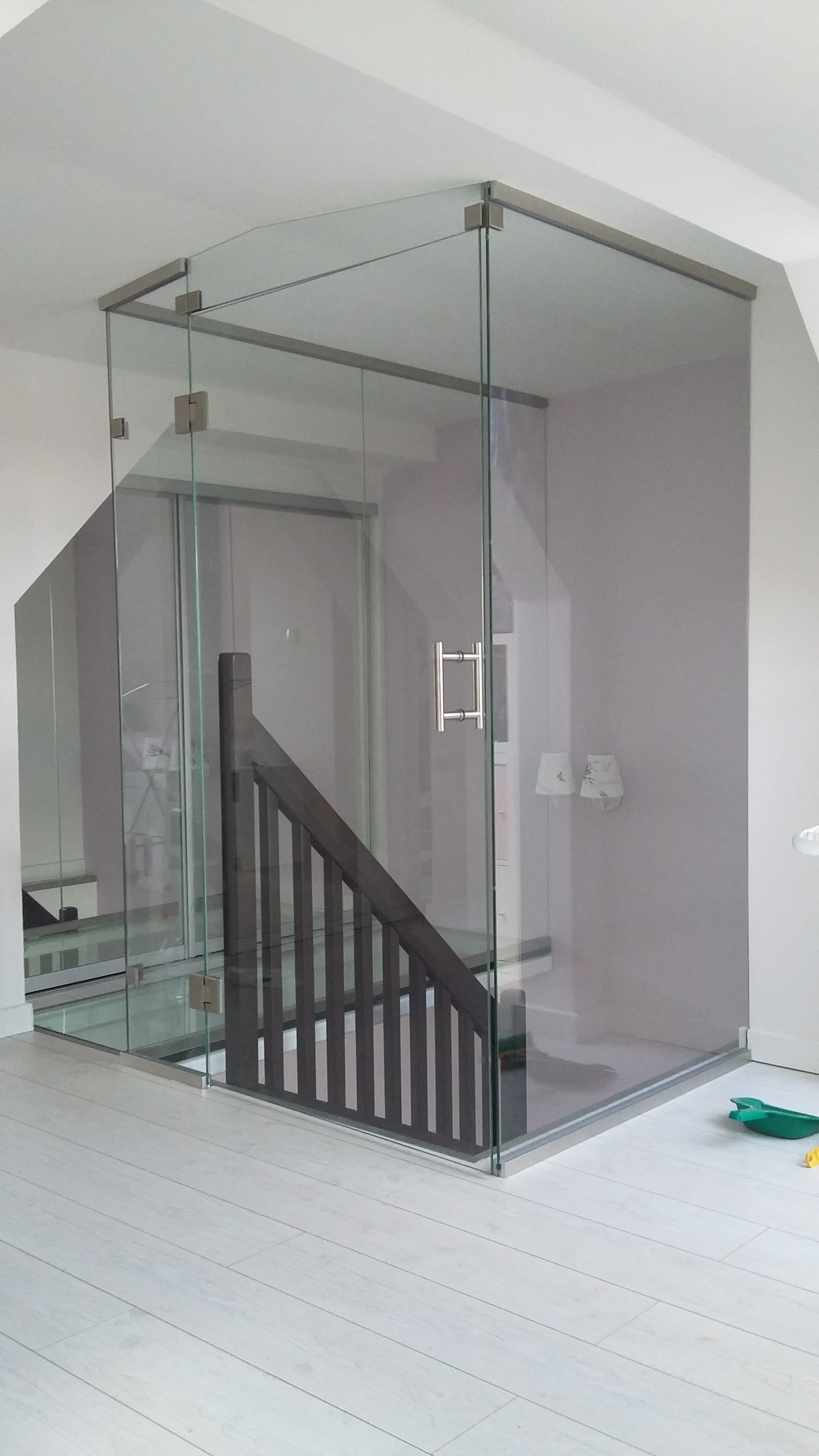 drzwi i ściany szklane