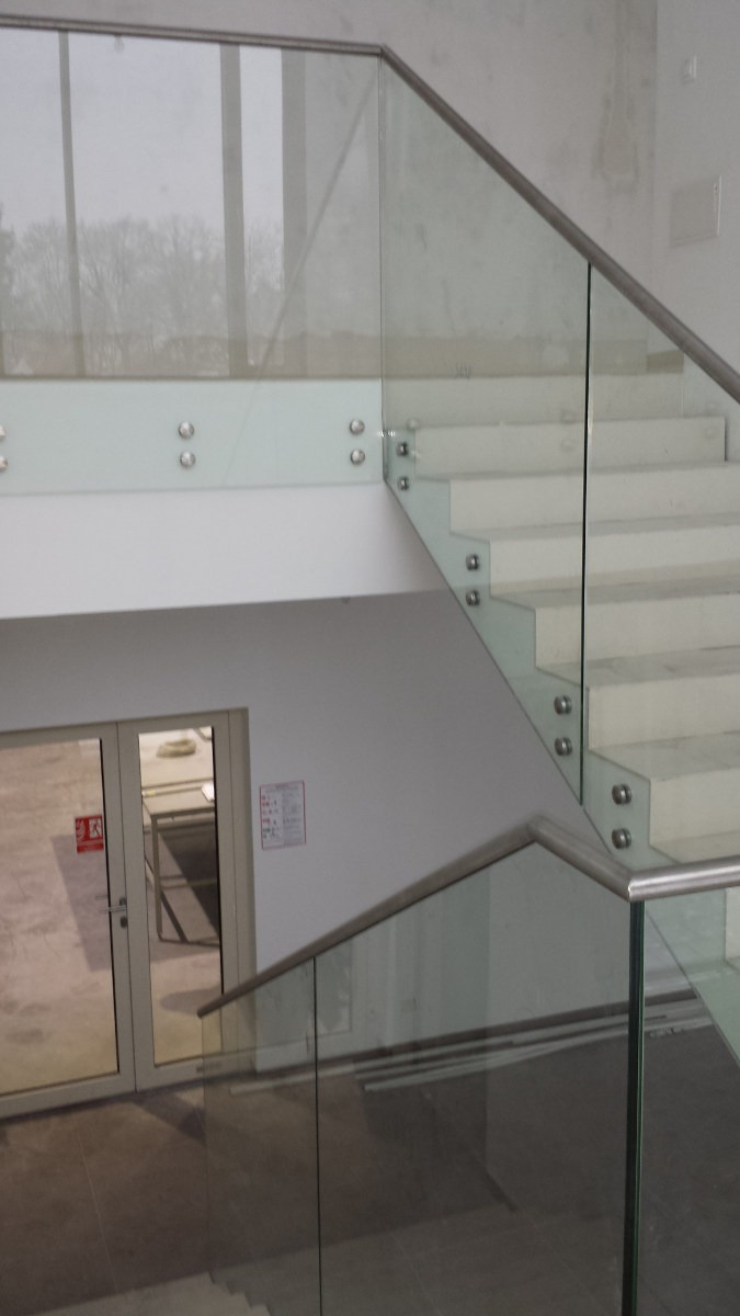 szklane balustrady w wykonaniu Da-Bud