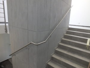 metalowe poręcze
