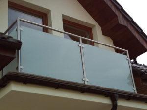 szklano-metalowa balustrada zewnętrzna