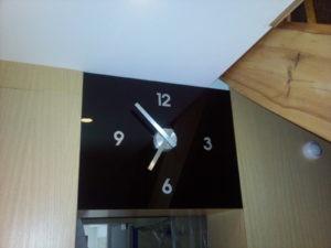 zegar ze szkła