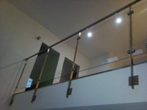 szklano - metalowa wzmacniana balustrada