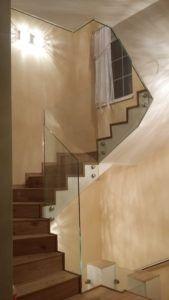 szklana balustrada schodowa
