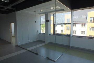 Szklana konstrukcja biura