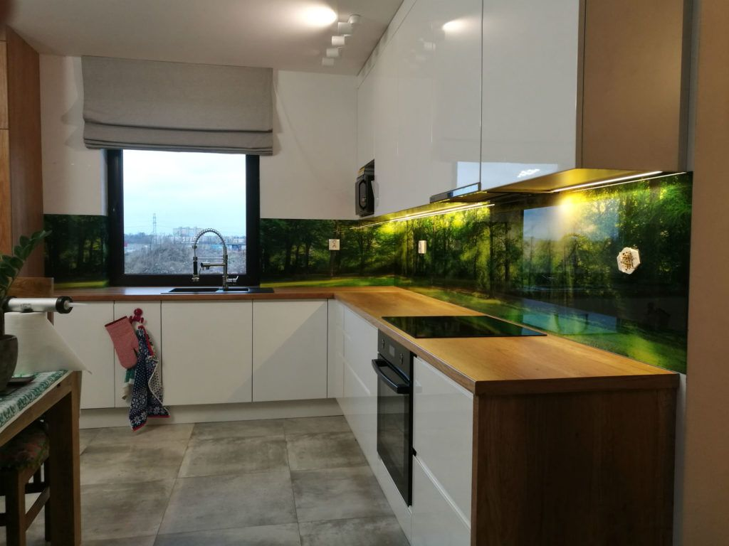 szkło lacobel nad blatem kuchennym