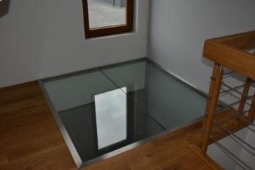 podłoga ze szkła w jednym z domów