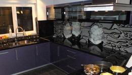 szklane elementy kuchenne w nowoczesnej kuchni